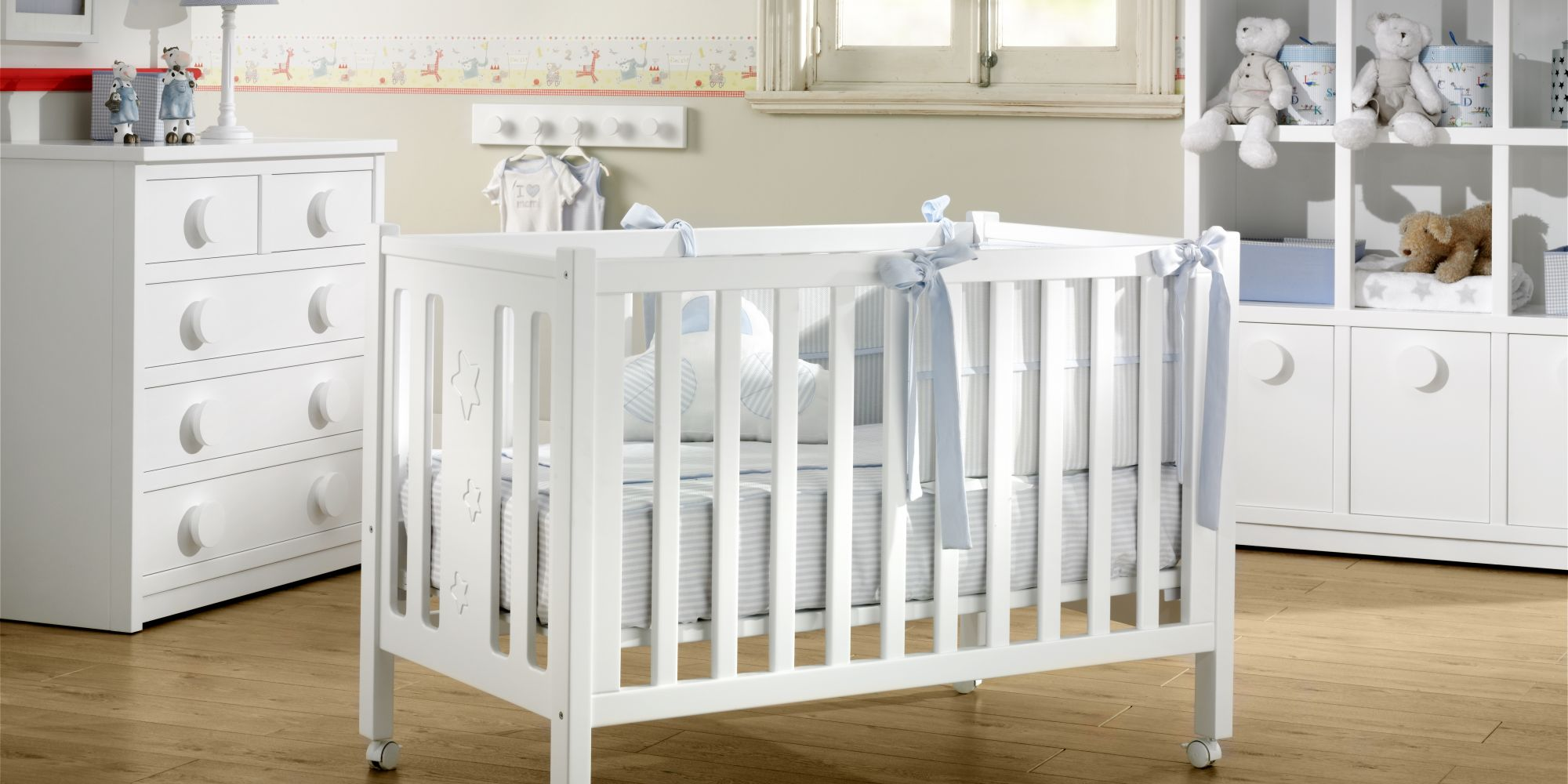 Cuna, cómoda de 5 cajones y librero, ideal para el confort de su bebe | Mueble de Bebé