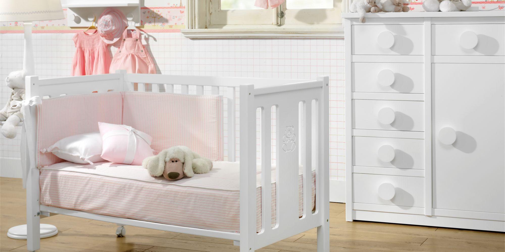 Cuna con barandilla móvil y auxiliar con amplio espacio de almacenaje, estancia ideal para el confort de su bebe | Mueble de Bebé