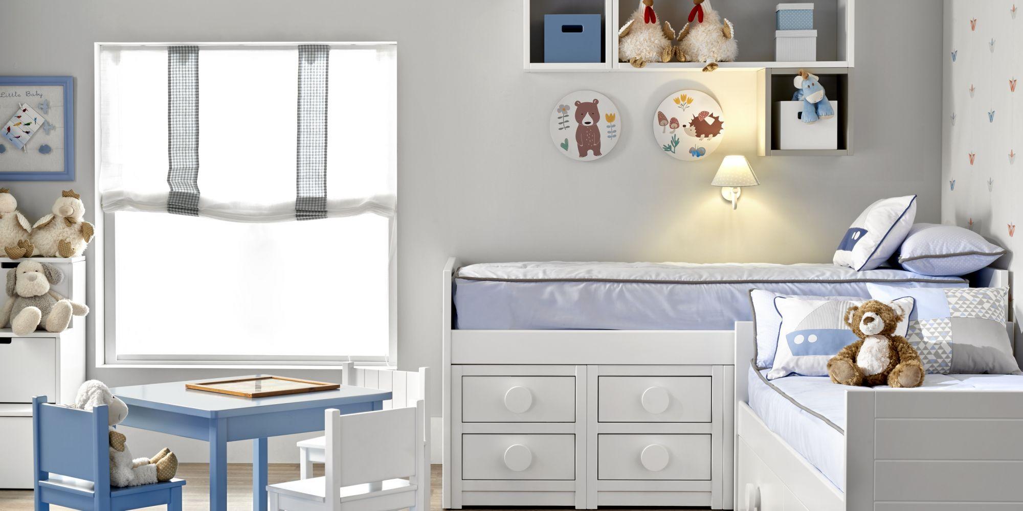 Habitación infantil bloque bajo de dos camas con zona de juego