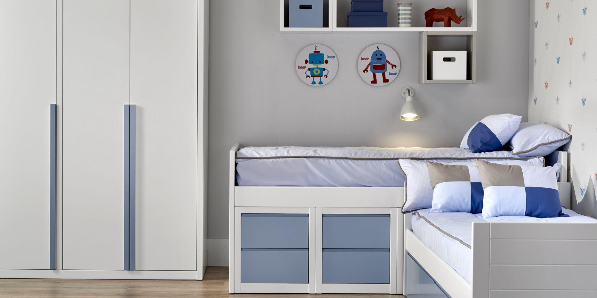 Bloque bajo de tres camas y almacenamiento