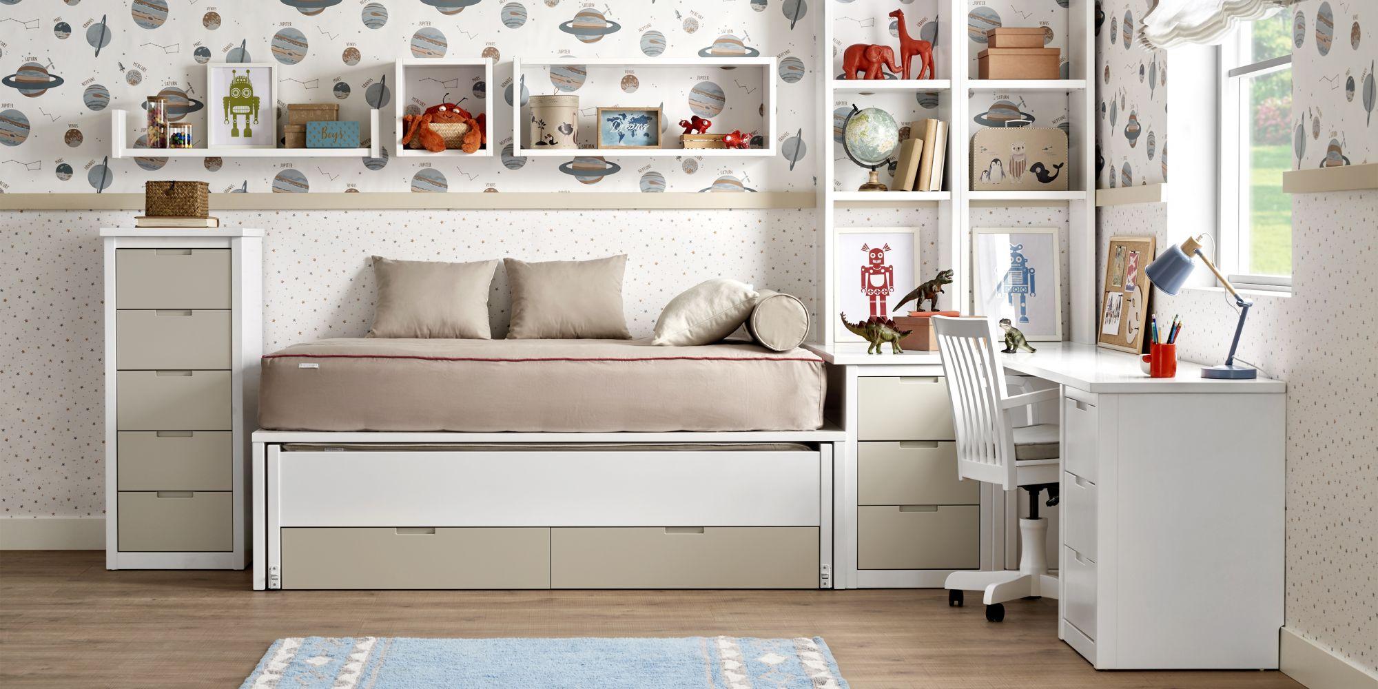 Cama blanca con escritorio y almacenaje