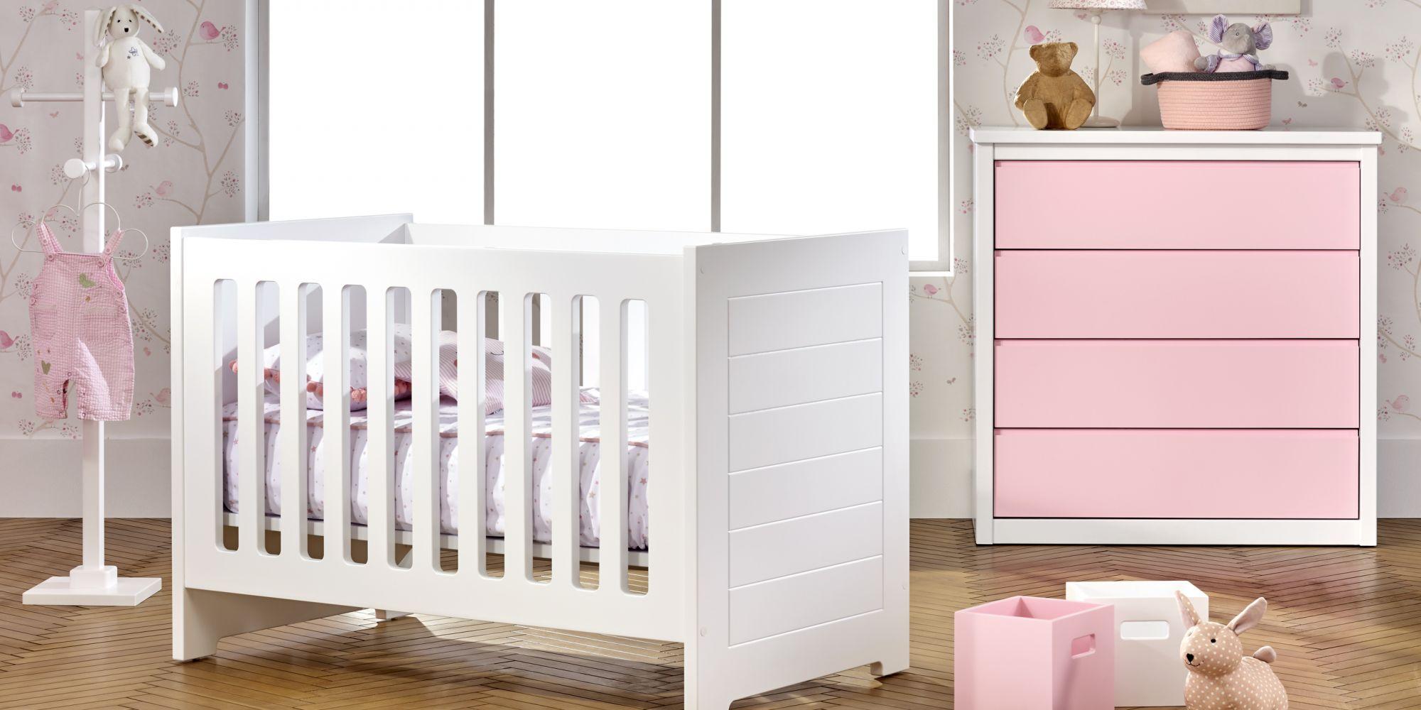Cuna para bebé con chiffonier color rosa