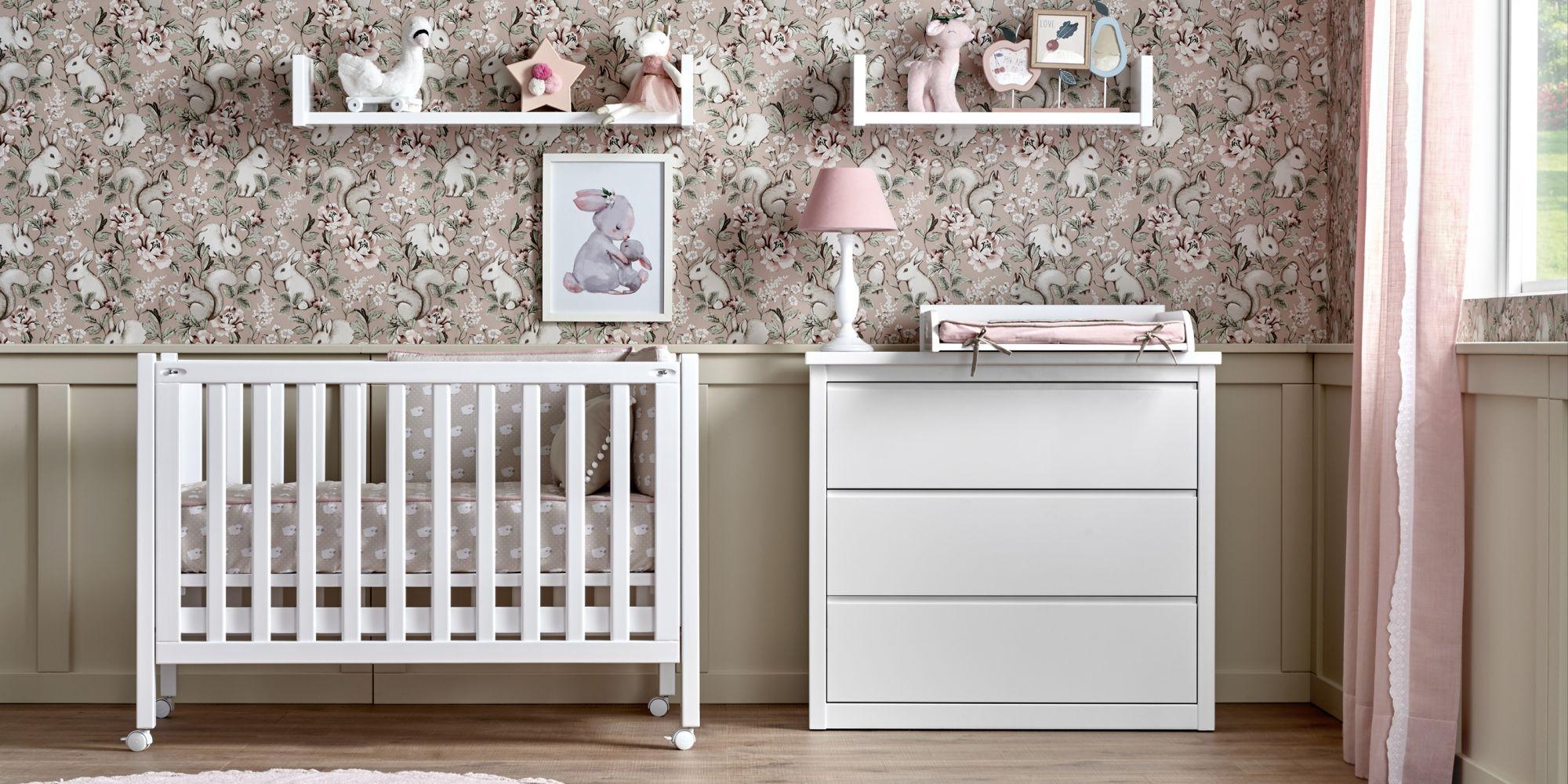 Cuna de bebe con comoda y cambiador