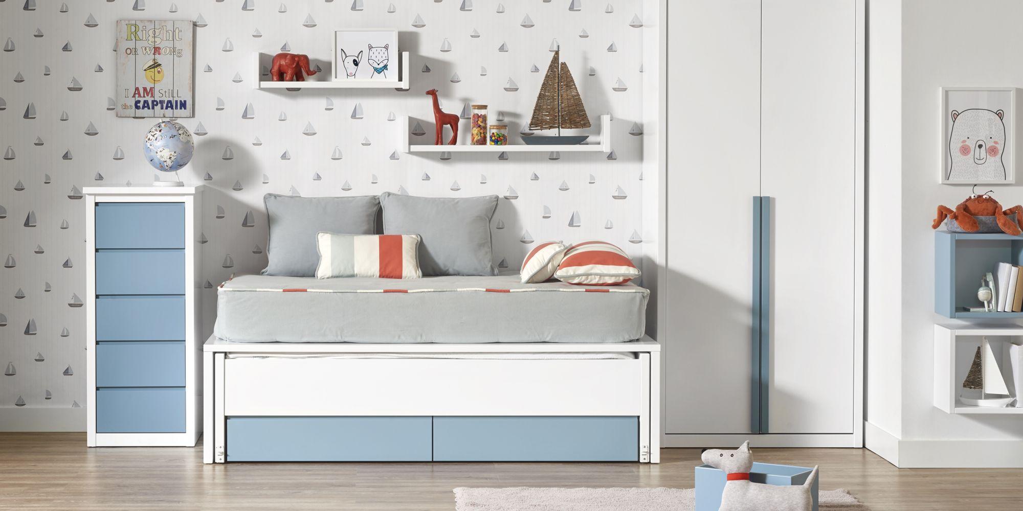 Dormitorio de niño con cama y armario