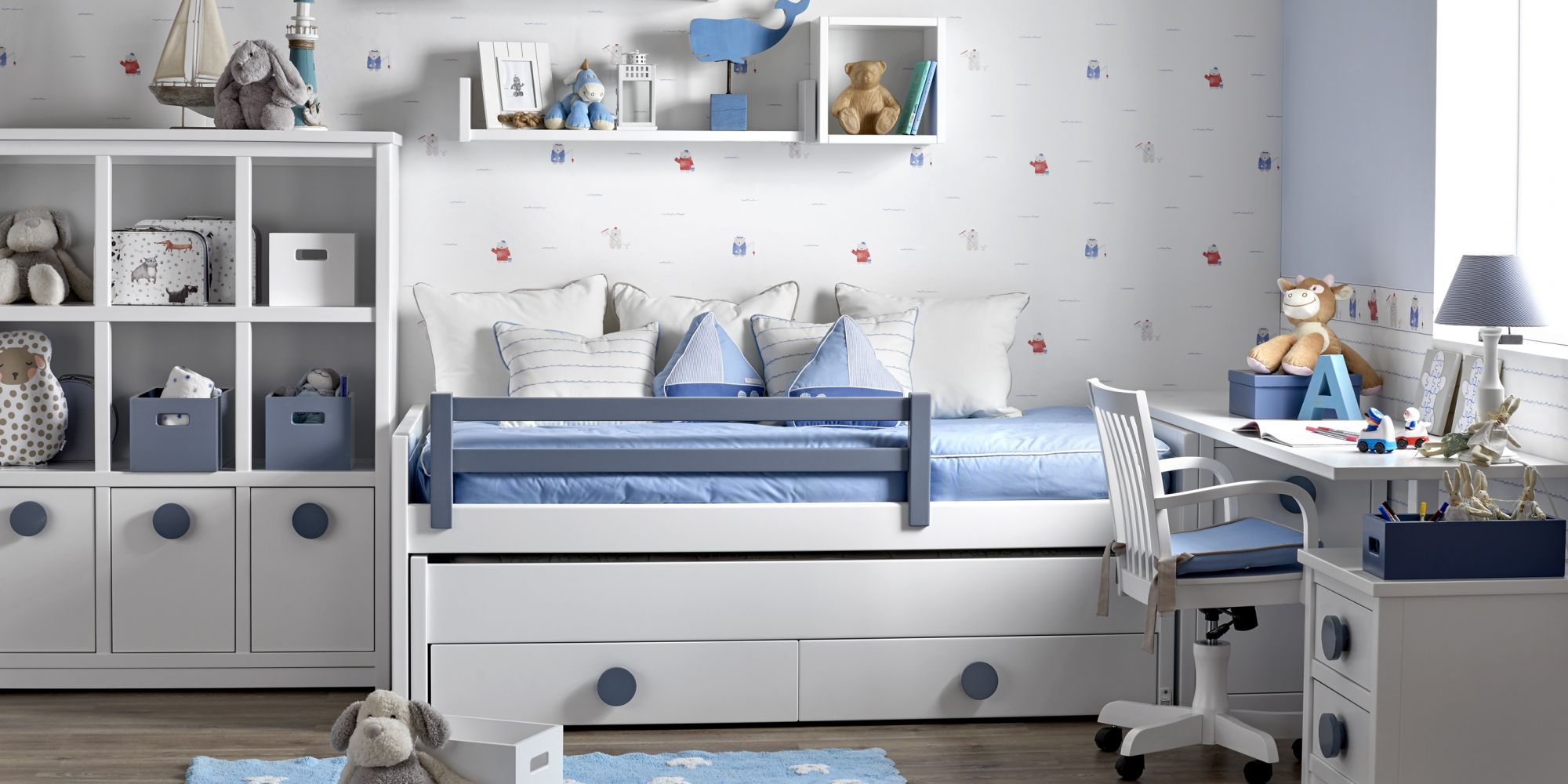 Composición de dos camas con librería y mesa para estudio