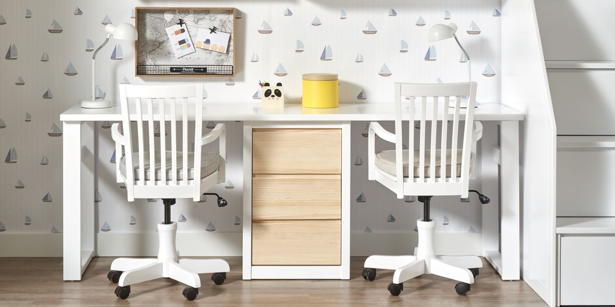 Escritorio madera blanca y dos sillas