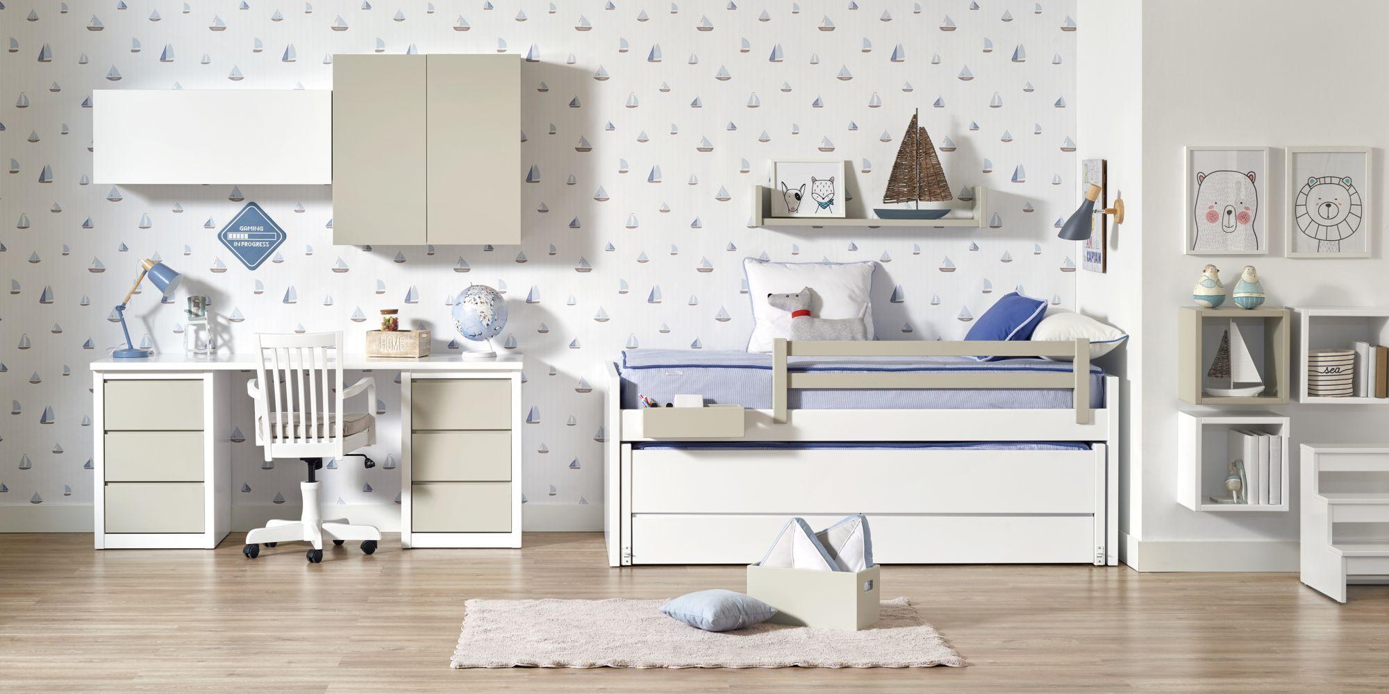 Habitacion blanca y gris con cama compacta y escritorio