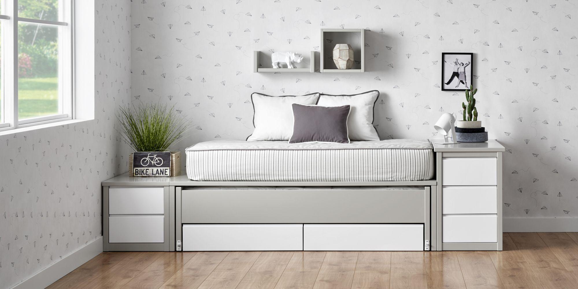 Habitacion joven gris y blanco cama compacta dos colchones y cajones