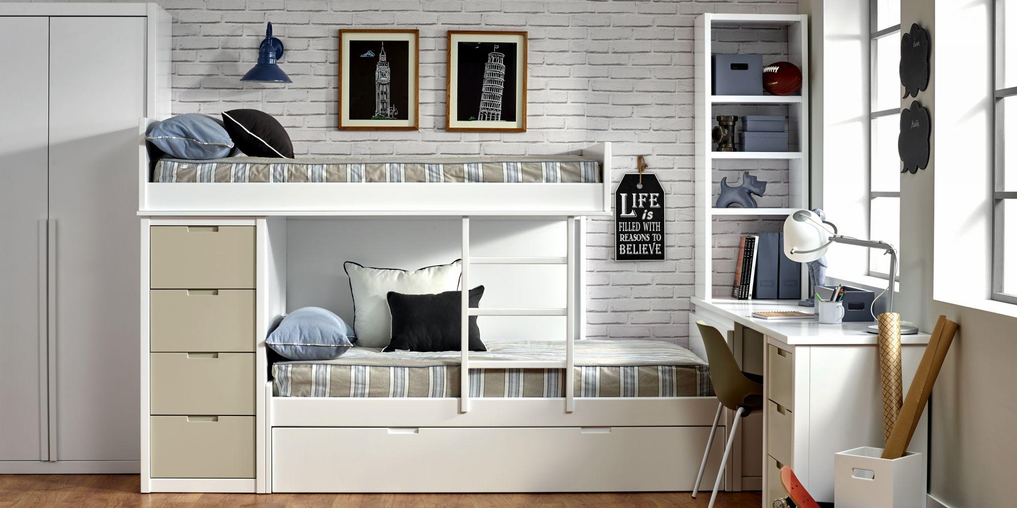 Tren de tres camas, chifonier de cuatro cajones y mesa de estudio