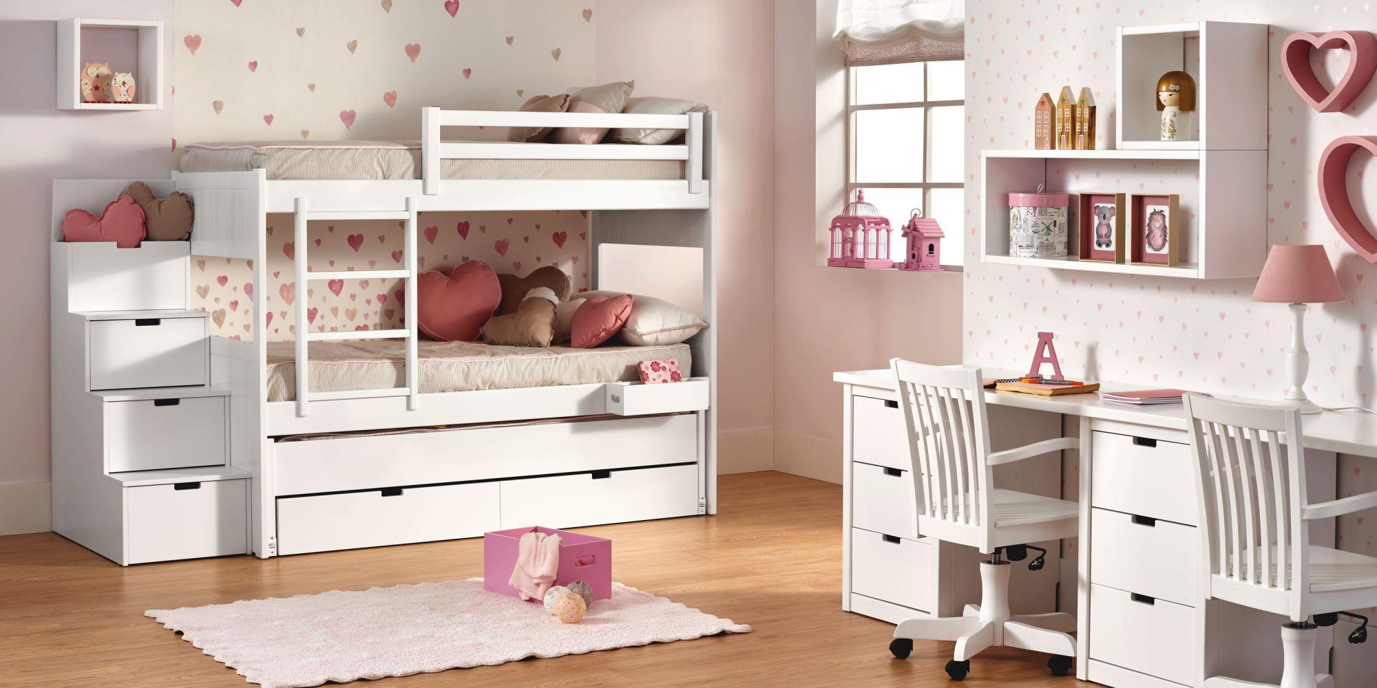 Litera con tres camas, zona de estudio y mueble auxiliar de almacenaje