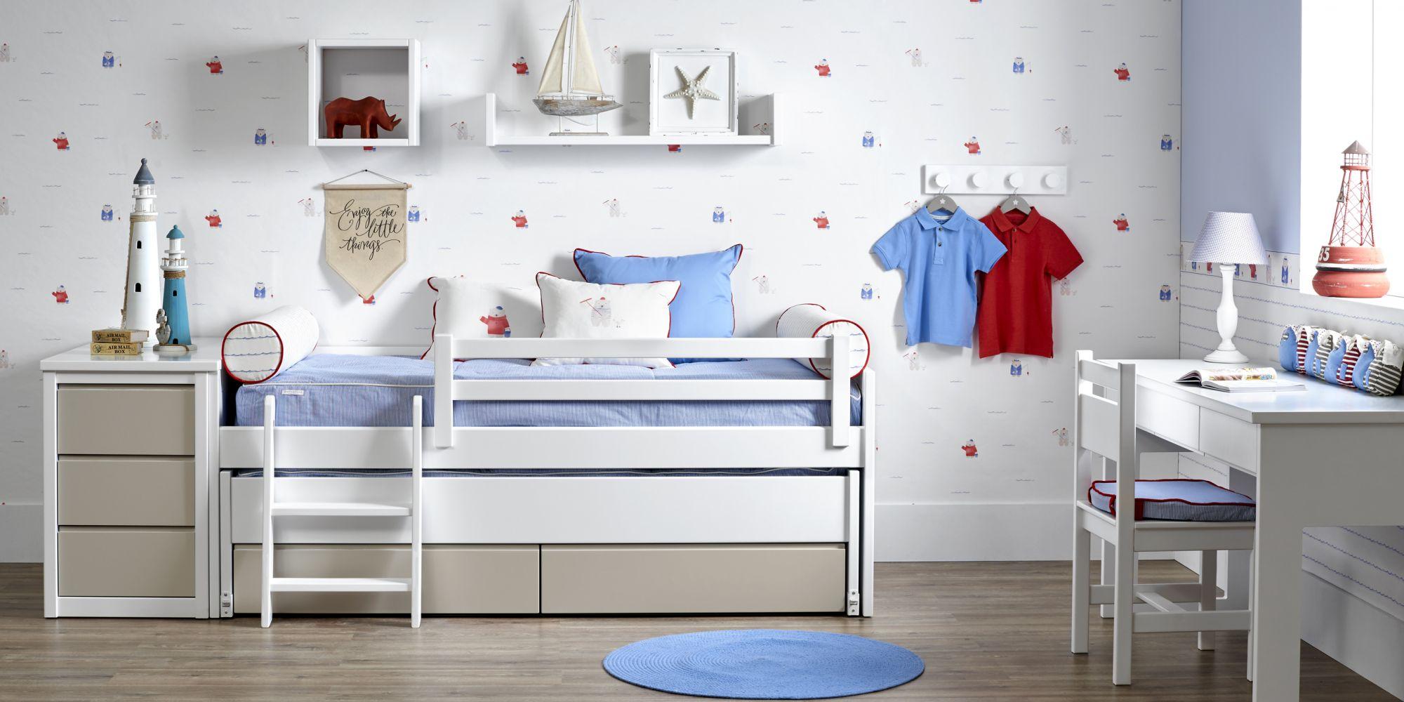 Minicompacto de dos camas con mueble auxiliar de tres cajones.