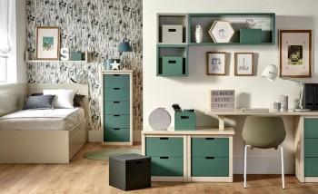 Habitación juvenil con canapé, escritorio y chifonier