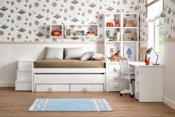 Diseño compacto de dos camas con escritorio y librerías integradas
