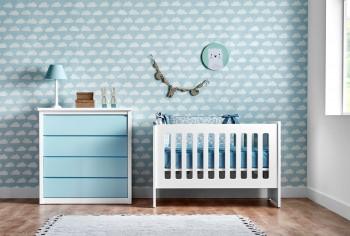Habitación bebe cuna barandilla fija y cómoda 4 cajones