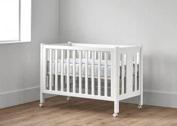 Cuna para bebé con ruedas en color blanco