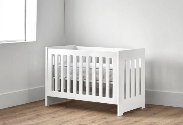Cuna-calada-barandilla-habitación-infantil